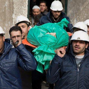 جنازة متطوع قتل أثناء قيامه بواجبه الإنساني